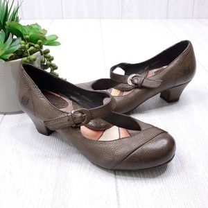 Born Almond Toe Brown Leather Mary Jane Size 6.5